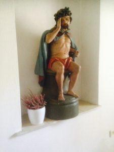 Jezus na pniu drzewa
